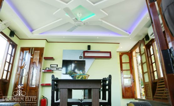 Front area of alleppey houseboat