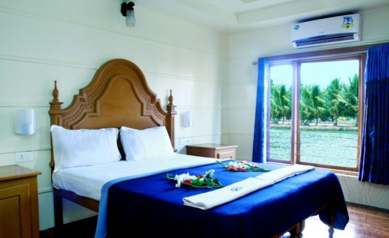 Luxurious bedroom in alleppey houseboat