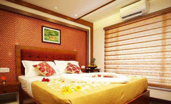 Alleppey houseboat bedroom
