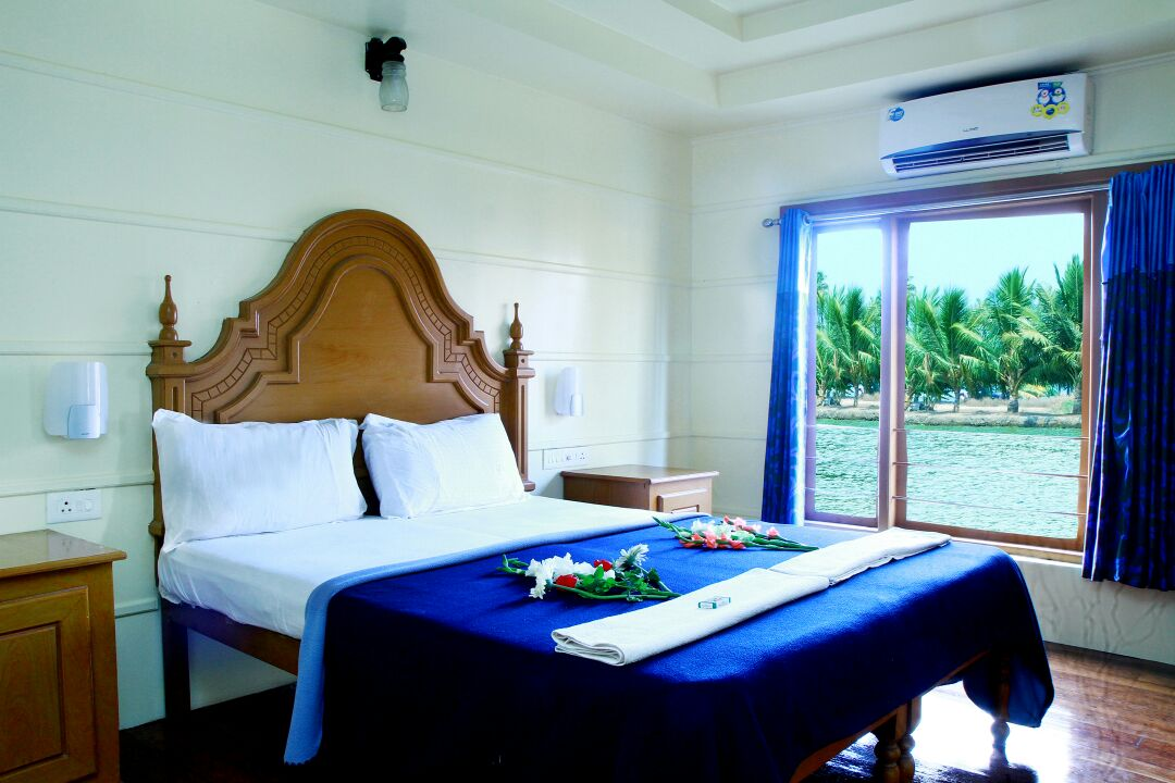 Bedroom in beautiful alleppey houseboat