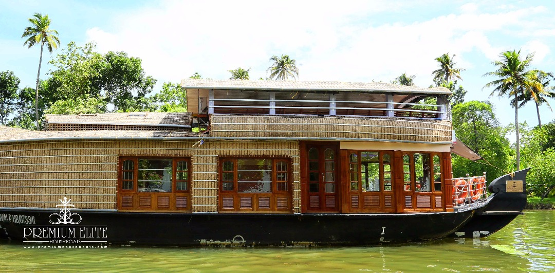 Alleppey houseboat with upper deck