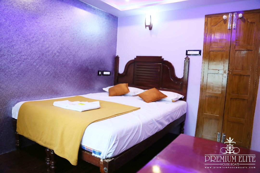 Bedroom in alleppey houseboat