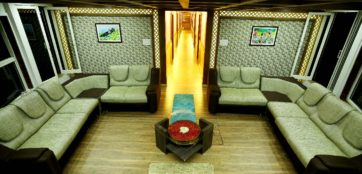 Luxurious lobby in alleppey houseboat